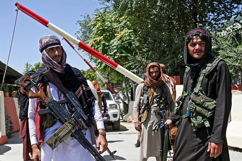 Afganisztán: Biden nem hosszabbítja meg a csapatkivonás határidejét