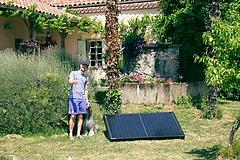 Kapható a napelemes rendszer, amit csak be kell dugni a konnektorba