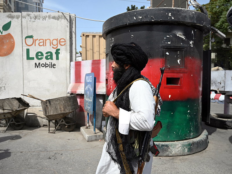 Karanténhotelekben ragadhat sok menekült afgán
