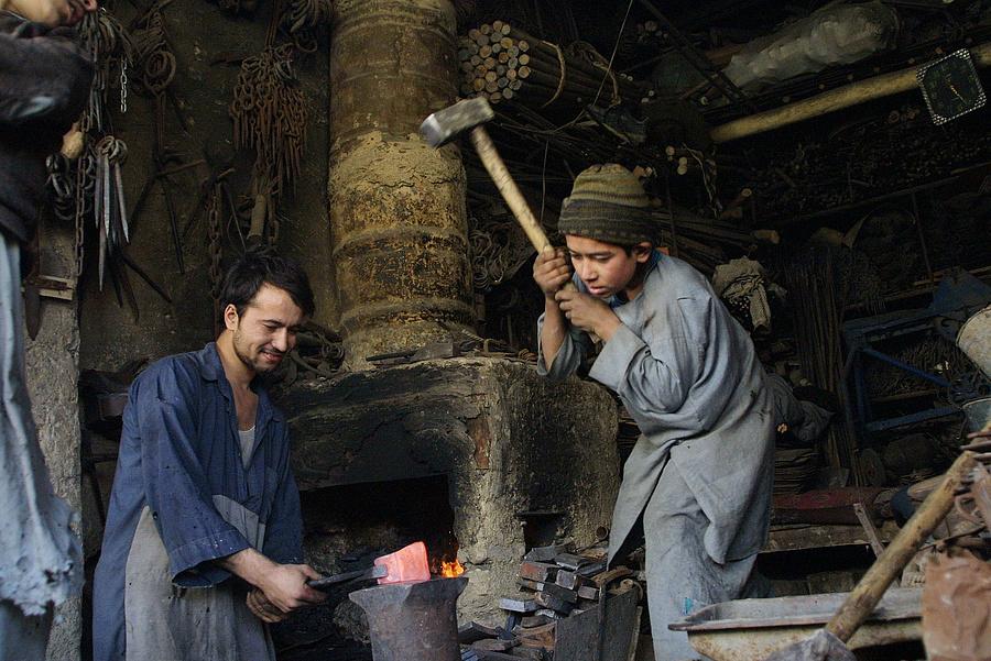 Afgán kézművesek.