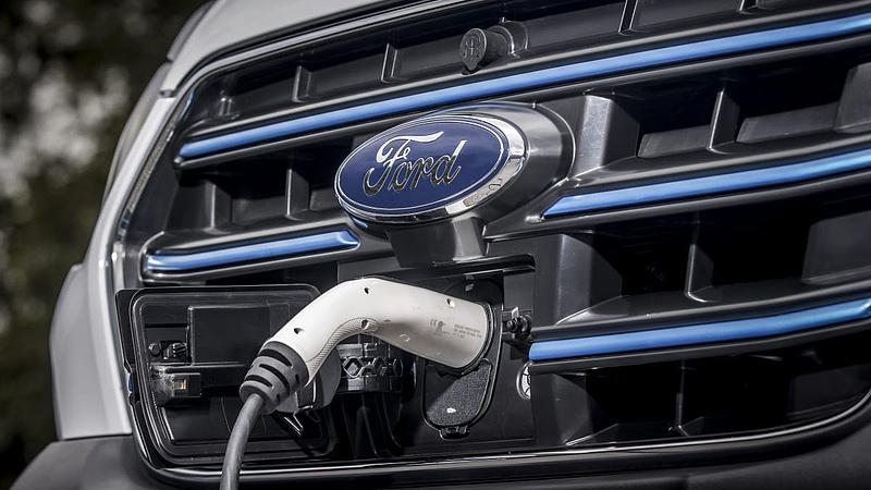 Elindulnak a Ford dobozos villanyfurgonjai