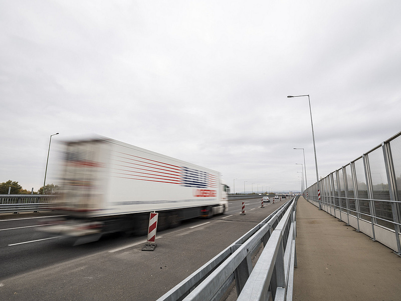 A komány azt ígéri, iskolakezdésre kész az M0 hídja