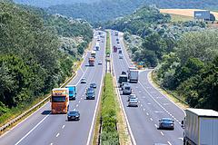 Kiderült, miért nem lehet átlagsebességet mérni az autópályákon és miért nem lesz használatarányos e-matrica
