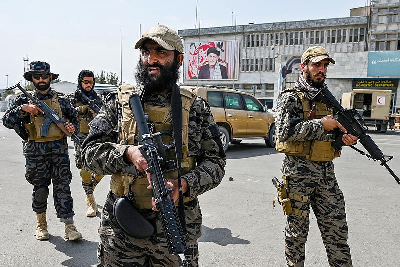 Rendelkeznek a tálibok: tilos a szakállak leborotválása Dél-Afganisztánban
