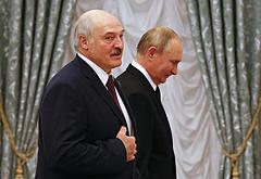Putyin és Lukasenka egyre lelkesebben ölelik egymást