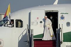 Ferenc pápa megérkezett Budapestre (frissítve)