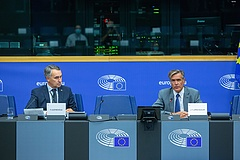 Európa nem akar, de kénytelen szóba állni a tálibokkal
