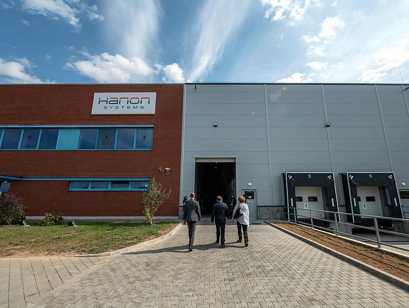 Dél-koreai befektető bővítette gyárát Rétságon