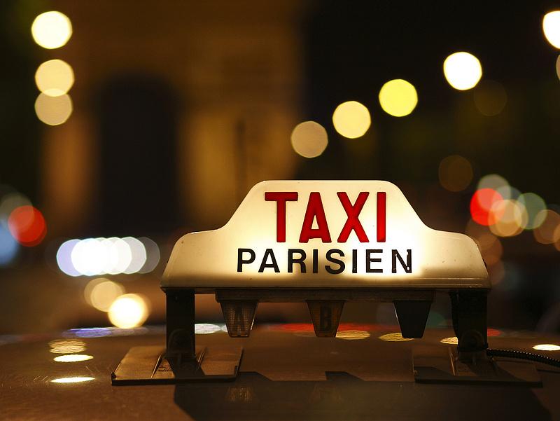 Megint győzelmet arattak a taxisok az Uber fölött