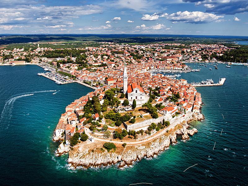 Jelentős beruházást hajtottak végre a magyarok egyik kedvenc horvát üdülőhelyén