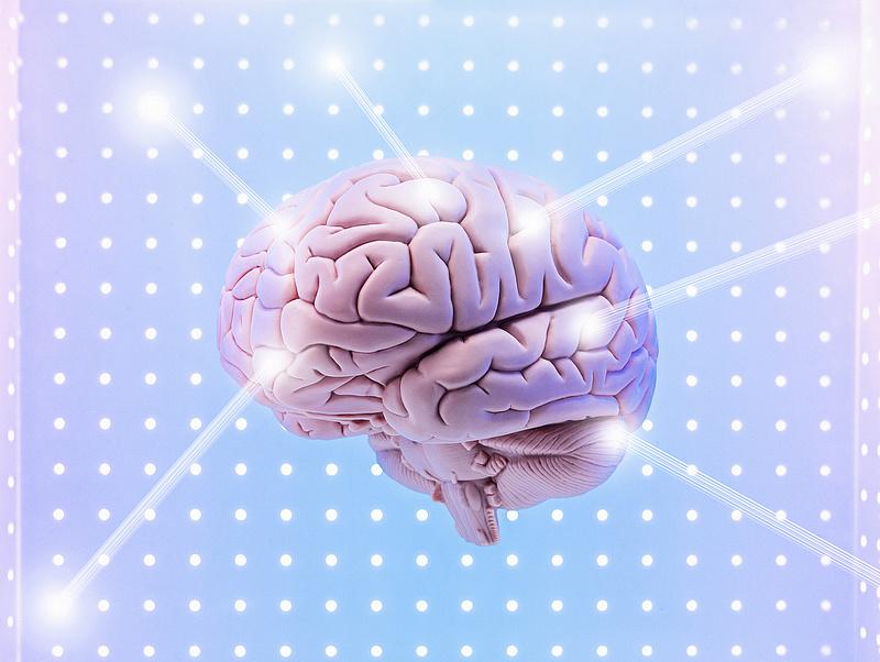 Megvalósulhat a konteóhívők rémálma: agyi számítógépekkel kísérleteznek