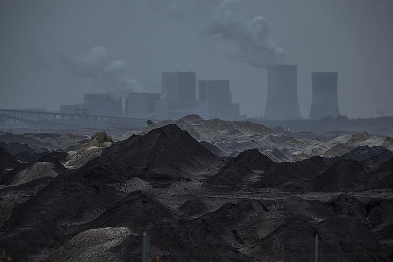 Idő előtt bedőlnek a kelet-német ligniterőművek