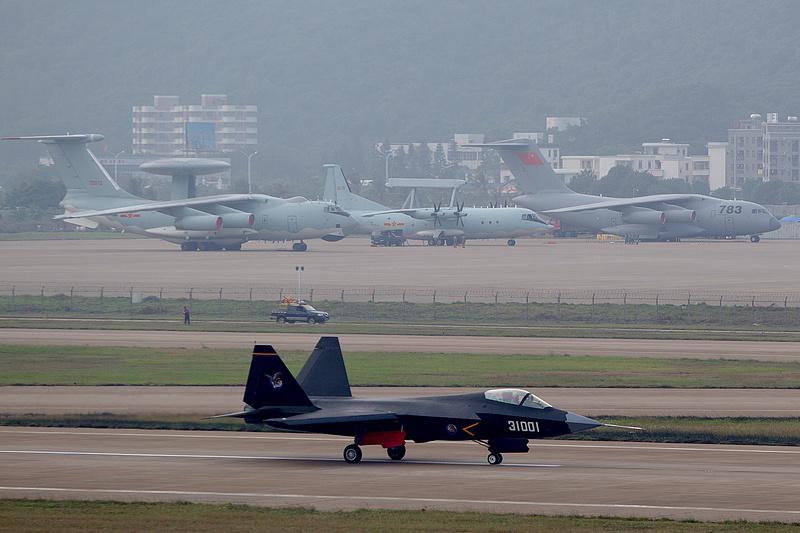 Kína katonai berepülésekkel fenyegeti Tajvant