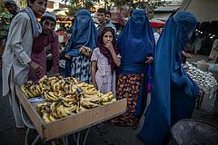 A tálibok tovább nyirbálják a nők jogait