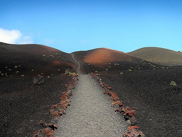 Robbanással kitört a vulkán La Palma szigetén