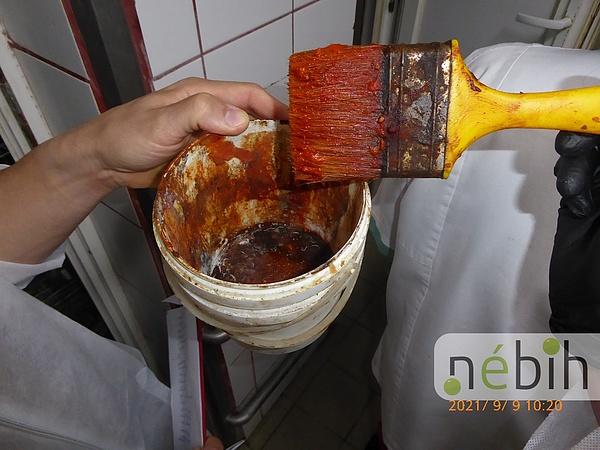 Romlott húst szállítottak számos közintézménybe, lecsapott a Nébih