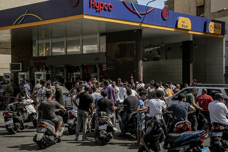 Az infláció már 200 százalék, de a libanoni jegybankra sem hallgat a kormány