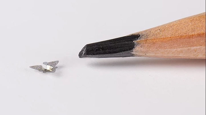 Homokszemnyi méretű, szárnyas mikrochip-robotokat engednének a levegőbe