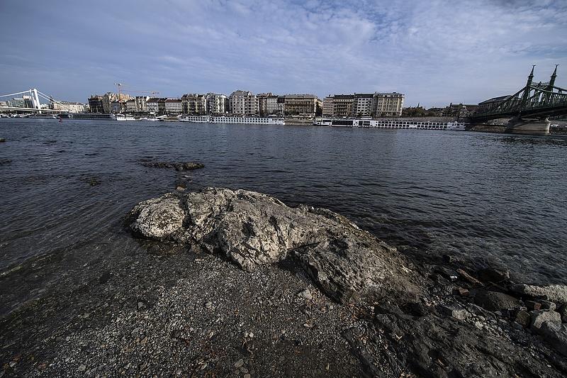 Kiszáradóban a Duna, megkezdik a vízpótlást