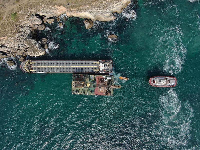 Megállíthatatlanul szivárog a műtrágya egy tartályhajóból Bulgáriánál