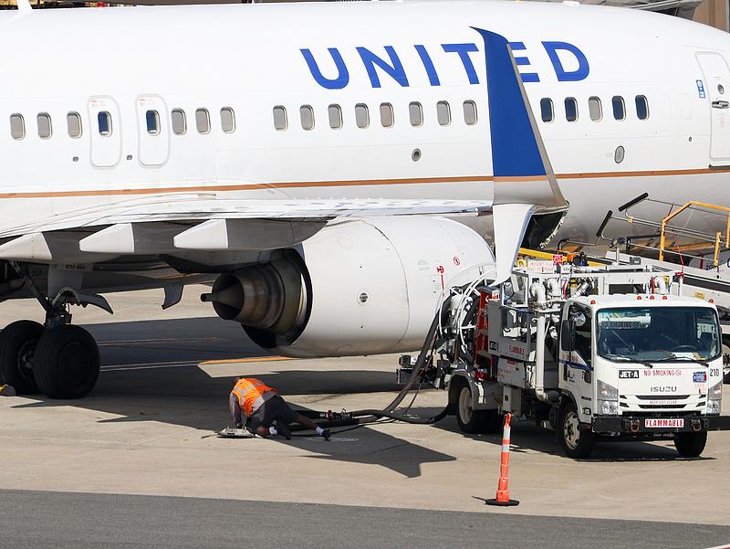 """Büntetést kapott a United Airlines az utasok """"fogságba ejtése"""" miatt"""