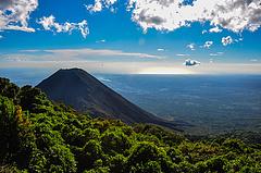 El Salvador már hivatalosan is vulkánokkal bányássza a Bitcoint