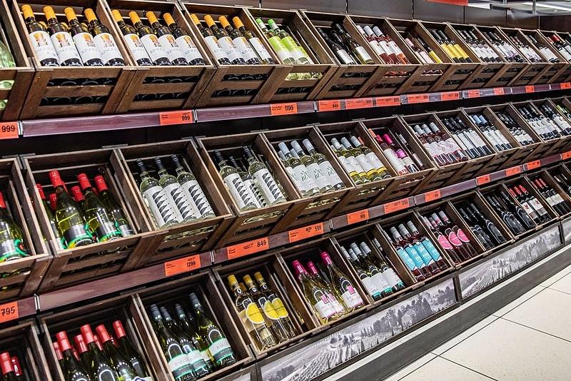Átalakulnak a Lidl-boltok italos polcai, lesz mit felfedezni