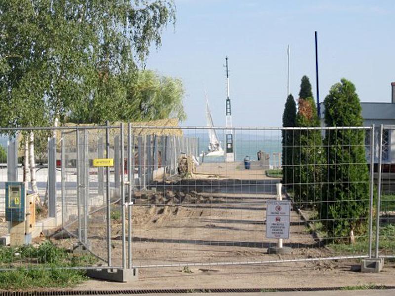 Csak a pereskedésben bízhat a Balaton-partjától megfosztott település
