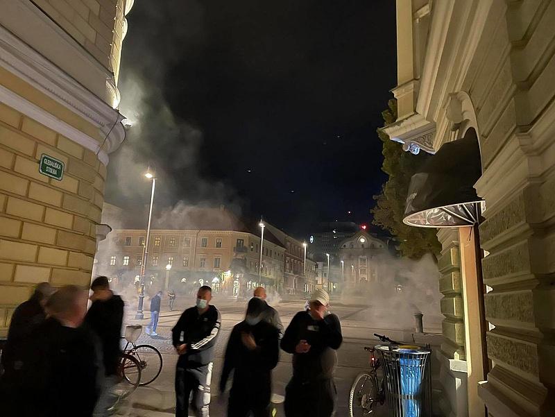 Könnygázzal oszlatták a járványvédelmi intézkedések ellen tüntetőket Szlovéniában