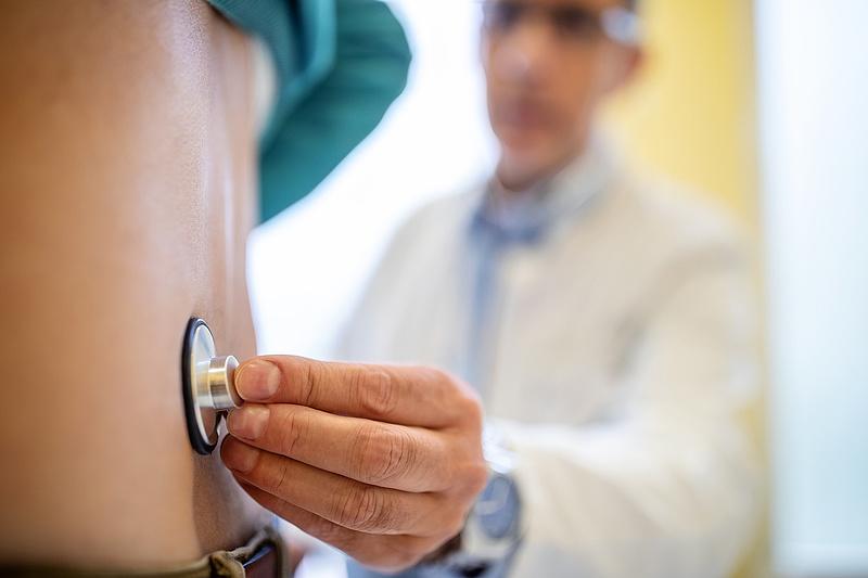 Az orvosokban nagyon, a politikusokban nem bíznak a magyarok
