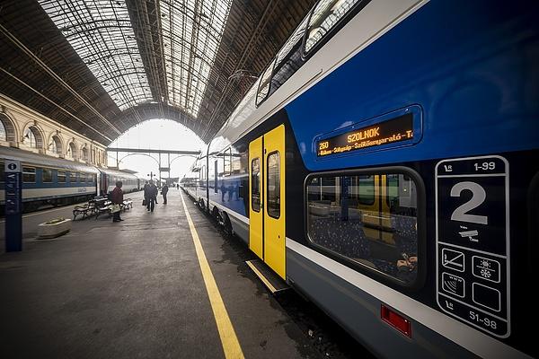 A szolnoki utasok örülhetnek most a MÁV új vonatainak