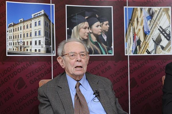 Elhunyt Kornai János közgazdász