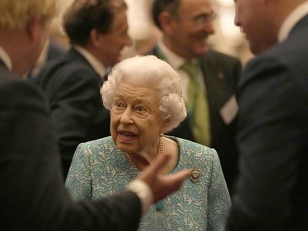 Orvosai tanácsára lemondott egy hivatalos utat II. Erzsébet