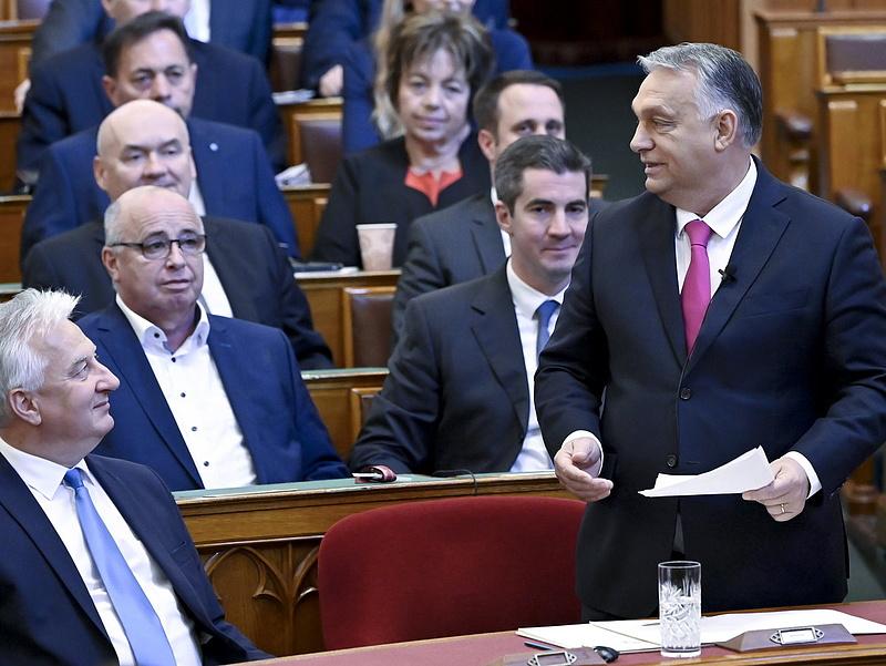 Orbán a benzinárról: nem tervezünk adócsökkentést és egyelőre árbefagyasztást sem