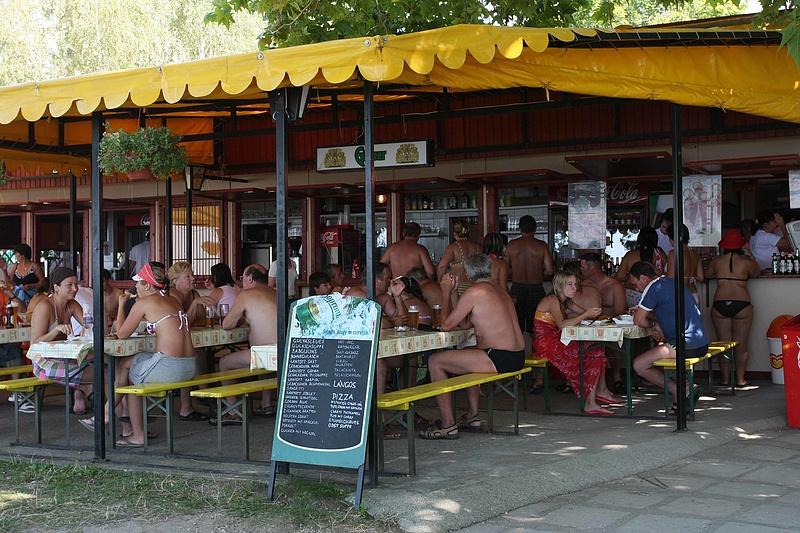 Elözönlötték a Balatont a Szép-kártyások