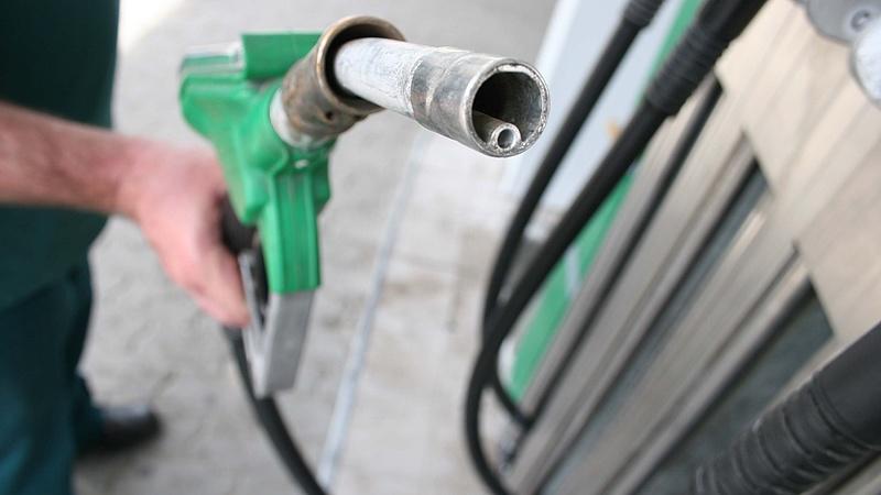Benzinárrobanást jelez a barométer