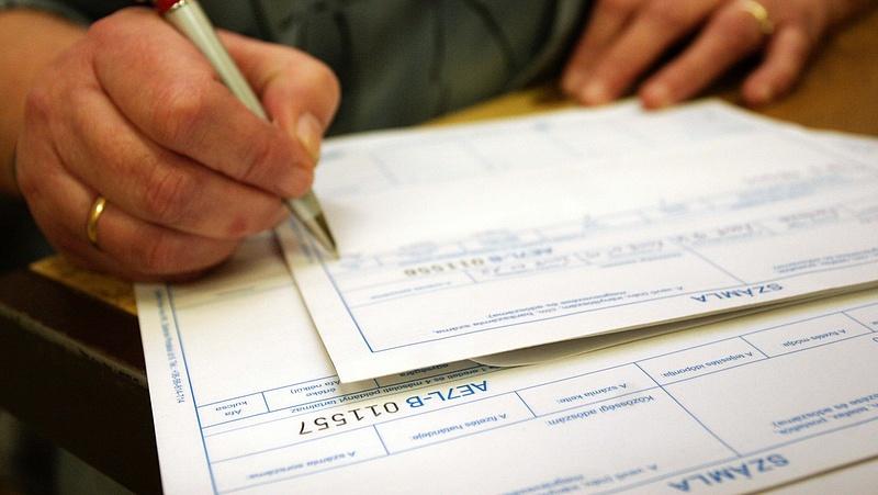 Látványos változás a fizetéseknél - megcsappant a számlaforgalom
