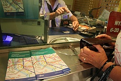 Csökken a nyugdíjasok utazási kedvezménye? - Megszólalt az államtitkár