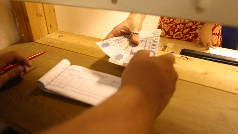 Szakszervezetek: 100 ezer forintos mismásolás van az állami bérstatisztikákban