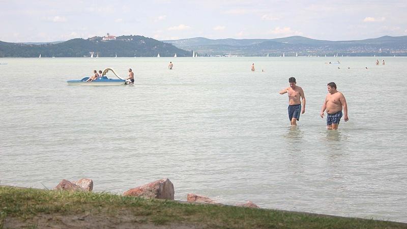 Gránát lapult a Balatonban a part mellett