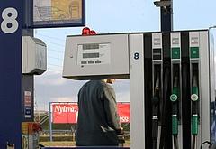 Ismét eléri történelmi rekordját a benzinár