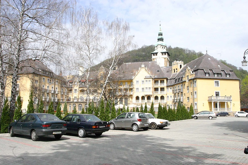 Megválik szállodáitól a magyar milliárdos