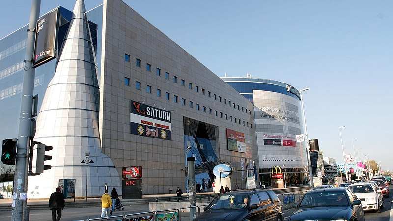 Új kézbe kerül a Corvin Plaza és a Duna Plaza is, az eladó kivonul az országból