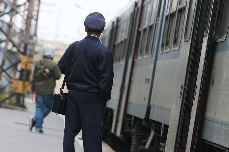 Kamerával figyelik az utasokat a vonatokon