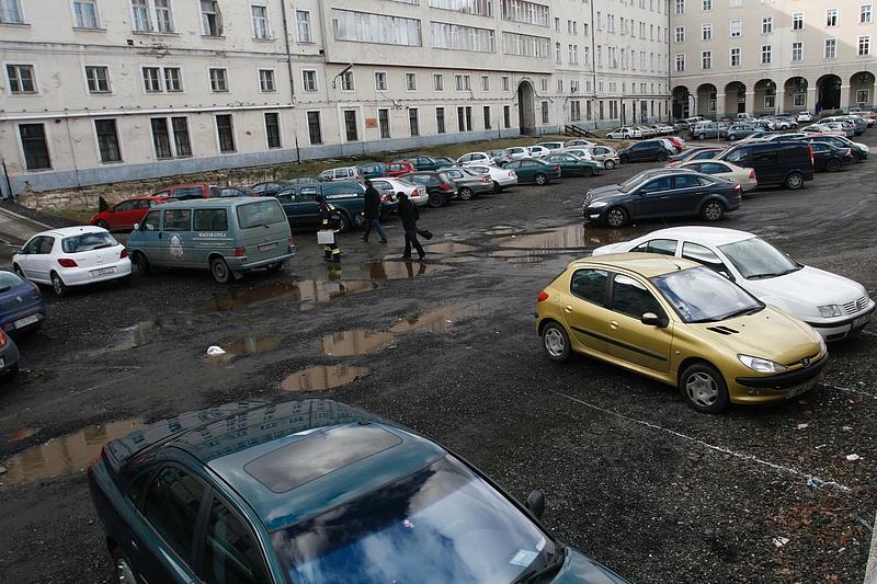 Eddig fog tartani az ingyenes parkolás: megszólalt a Miniszterelnökség