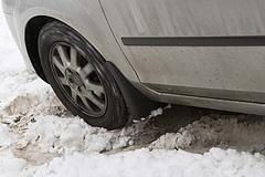 Az Ön kocsiján is még téli gumi van?