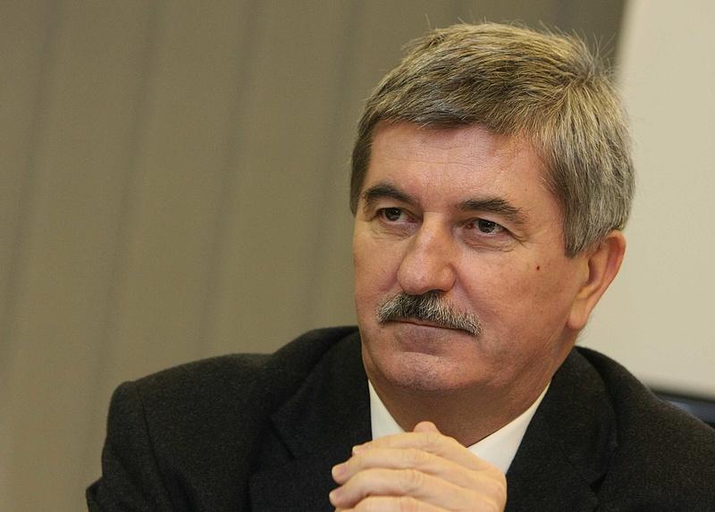 Elnöki kegyelemben reménykedik a bukott MVM-vezér
