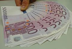 Hiába kérdezik, továbbra is titkolná a kormány, mennyit fizetett a kötvényeseknek