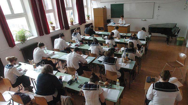 Jön a részben fizetős oktatás - módosításokra készül a kormány