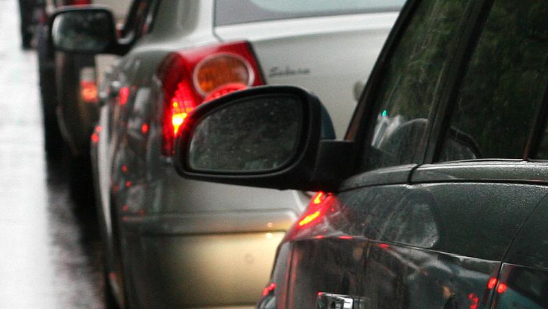 Baleset az M5-ös autópályán Kecskemétnél, a leállósávon már halad a forgalom